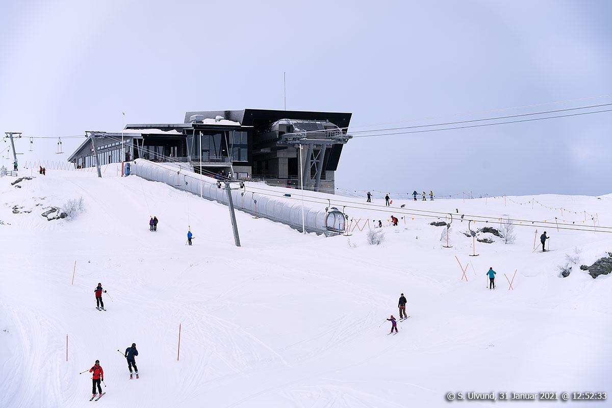 På ski på Hanurstoppen